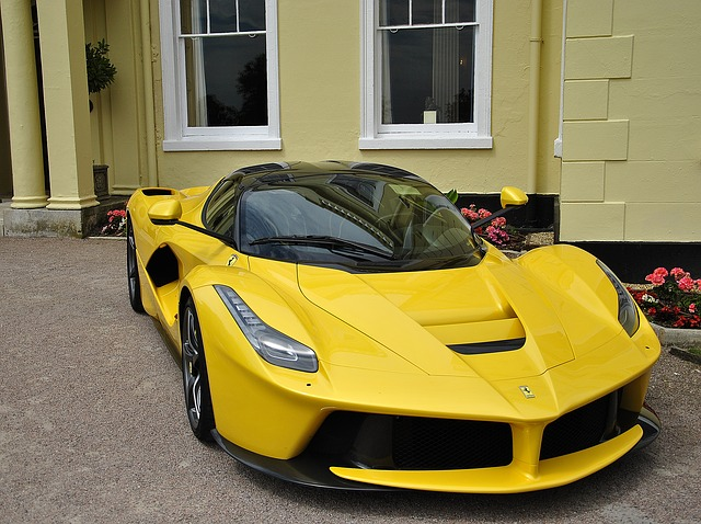 žluté Ferrari