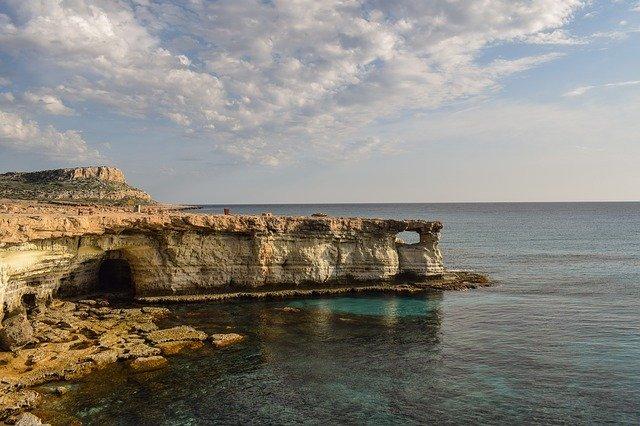 útesy na Kypru