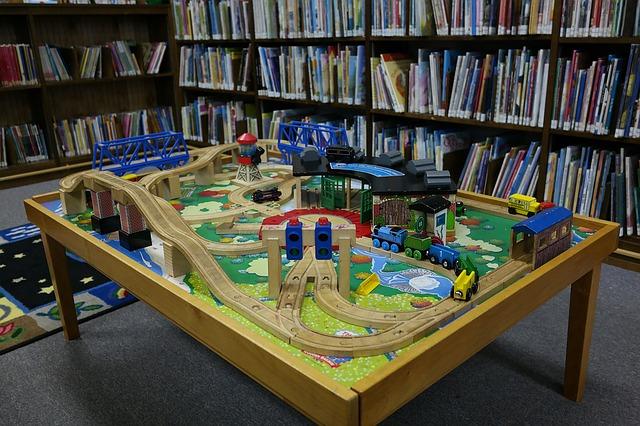 vláčkodráha v knihovně
