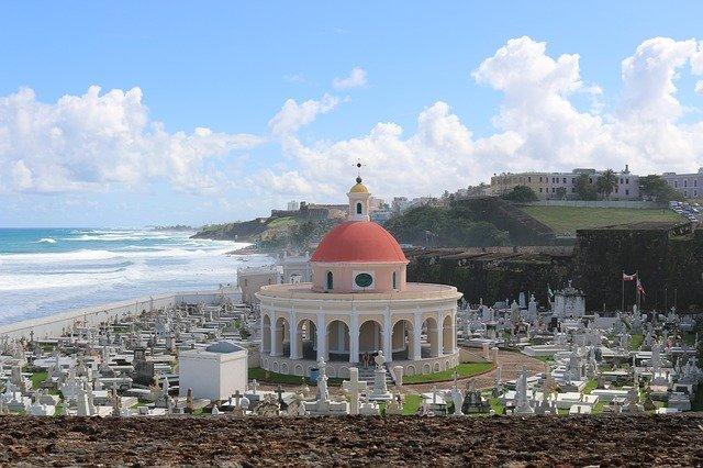 hřbitov u pláže