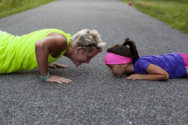 cvičení s dcerou