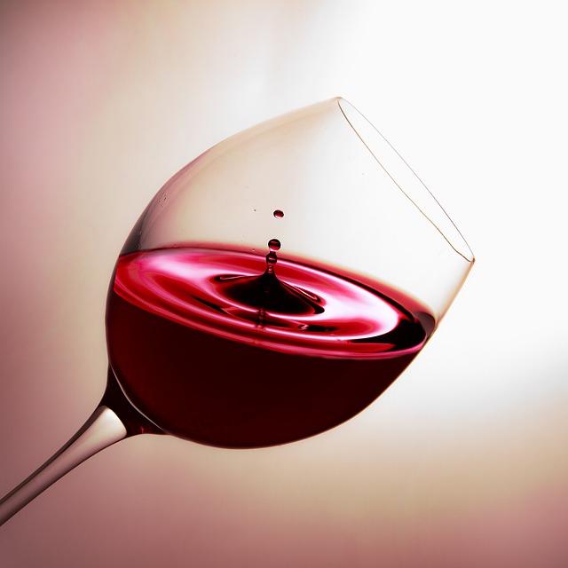 červené víno ve sklenici.jpg