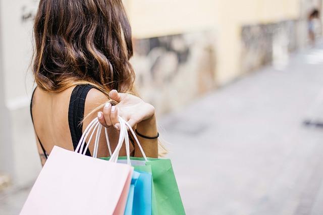 žena po nakupování.jpg