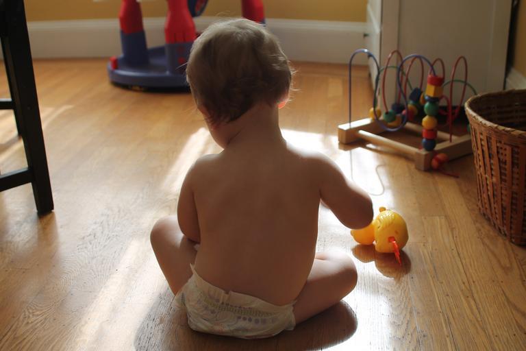 dítě s hračkami.jpg