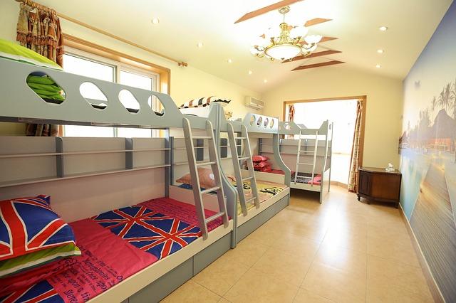 Patrová postel