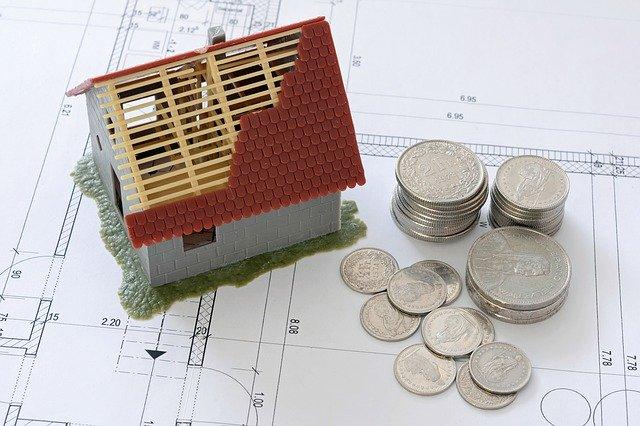 stavba domu, mince, plány